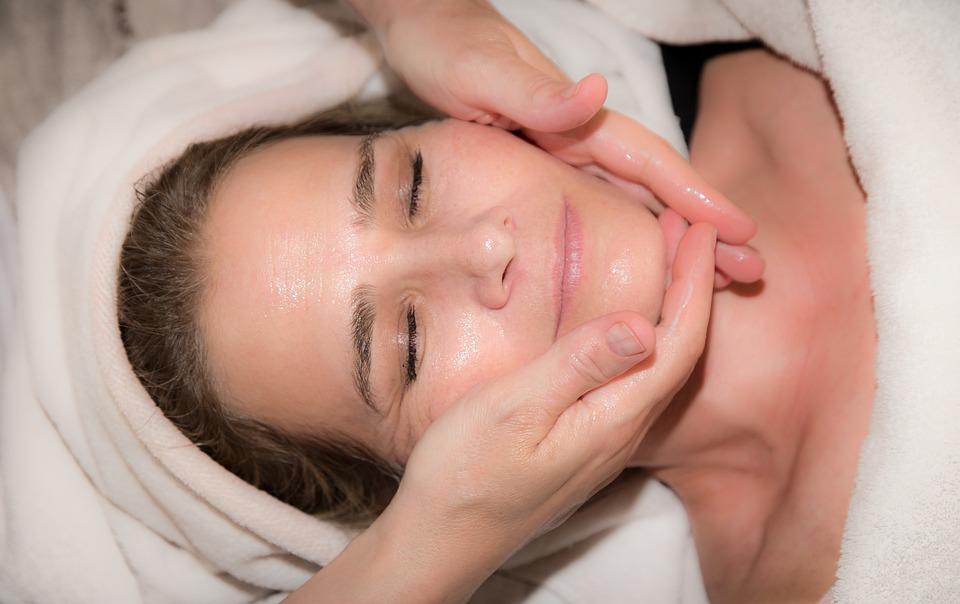 Masaż twarzy i masaż na cztery ręce
